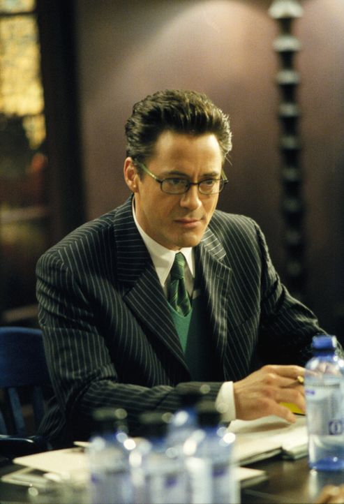 Kann Larry (Robert Downey Jr.) Ally wieder gnädig stimmen, indem er einen ganz besonderen Gast mit zu ihrer Geburtstagsparty bringt? - Bildquelle: 2001 Twentieth Century Fox Film Corporation. All rights reserved.