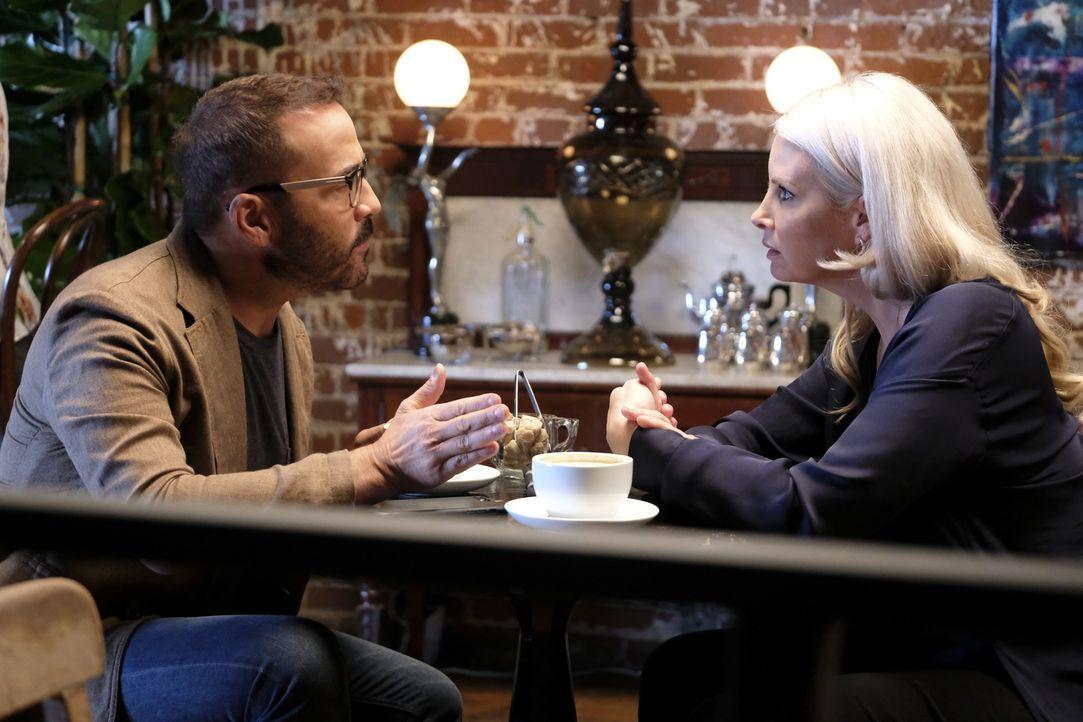 Als Jeffrey (Jeremy Piven, l.) mehr über den möglichen geheimen Freund von Mia herausfindet, trifft er sich zum Beratschlagen mit Alex (Monica Potte... - Bildquelle: Patrick Wymore Patrick Wymore   2017 CBS Broadcasting, Inc. All Rights Reserved.