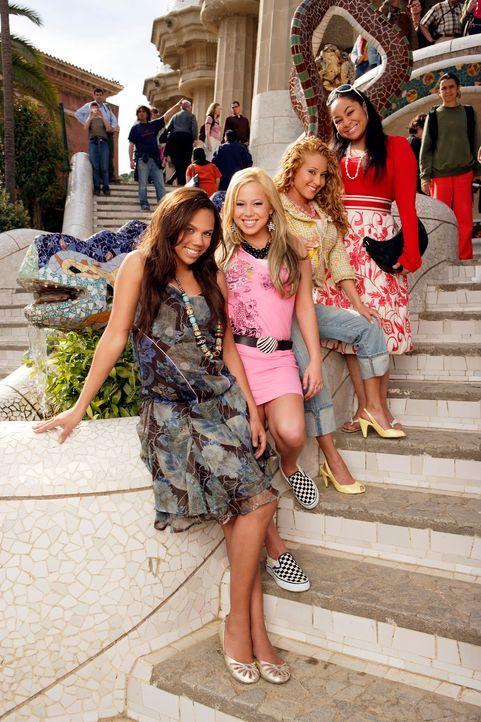 """Nach einigen Aufregungen landen die """"Cheetah Girls"""" (v.l.n.r.) Aqua (Kiely Williams), Dorinda (Sabrina Bryan), Chanel (Adrienne Bailon) und Galleria... - Bildquelle: Buena Vista International Television"""