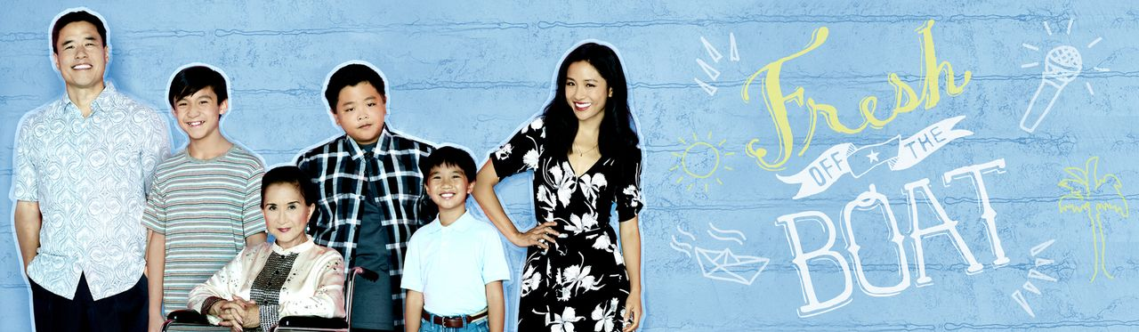 (3. Staffel) - Eine ganz besondere Familie: Louis (Randall Park, l.), Jessica (Constance Wu, r.), Eddie (Hudson Yang, 3.v.r.), Emery (Forrest Wheele... - Bildquelle: 2016-2017 American Broadcasting Companies. All rights reserved.