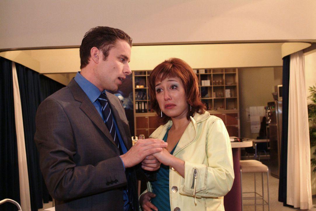 Zwischen Max (Alexander Sternberg, l.) und Yvonne (Bärbel Schleker, r.) kommt es zum Streit, weil sie ihn nicht zur Ärztin mitnehmen und auch das Ge... - Bildquelle: Monika Schürle Sat.1