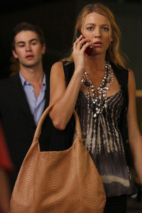 Nate (Chace Crawford, l.) und vor allem Serena (Blake Lively, r.) machen sich Sorgen um Carter, der angeblich von den Buckleys auf eine Bohrinsel ve... - Bildquelle: Warner Brothers