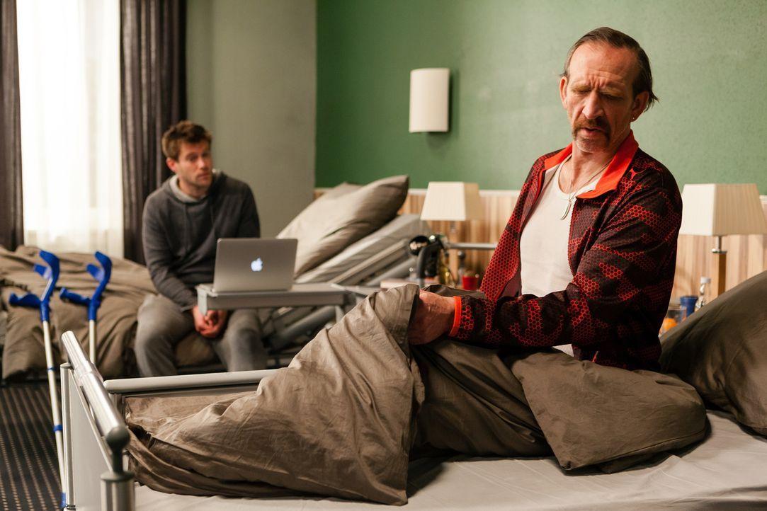 Gegen Eddie (Jochen Nickel, r.) war Felix' (Ken Duken, l.) Mitbewohner im Krankenhaus wirklich handzahm ... - Bildquelle: Arvid Uhlig TM &   TURNER BROADCASTING SYSTEM. A TIME WARNER COMPANY. ALL RIGHTS RESERVED.