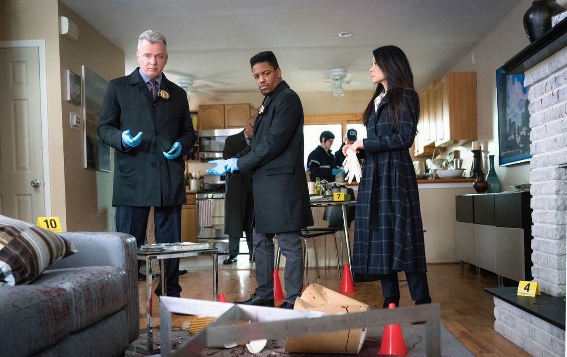 Watson (Lucy Liu, r.), Gregson (Aidan Quinn, l.) und Bell (Jon Michael Hill, M.) sind schockiert, als sie den Tatort sehen, der sich ihnen im Haus e... - Bildquelle: Michael Parmelee 2016 CBS Broadcasting, Inc. All Rights Reserved