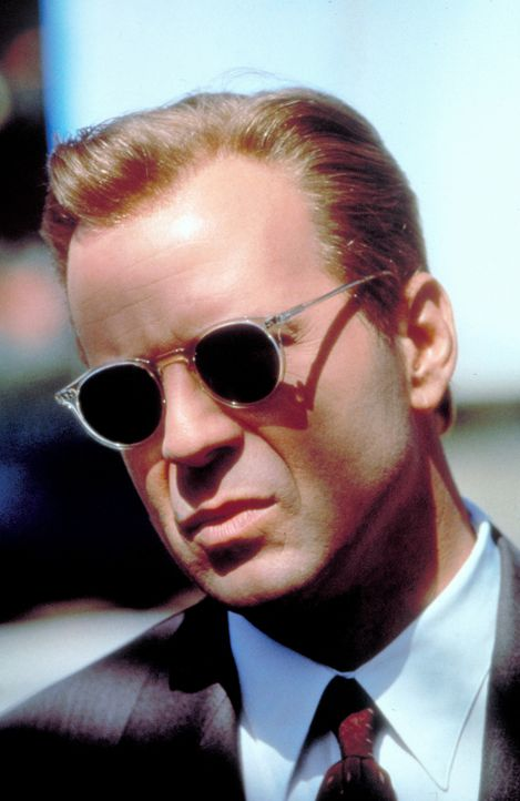 Der geheimnisvolle Schakal (Bruce Willis) ist ein Meister der Verkleidung. Wie ein Chamäleon passt er sich seiner Umgebung perfekt an, um nicht auf...