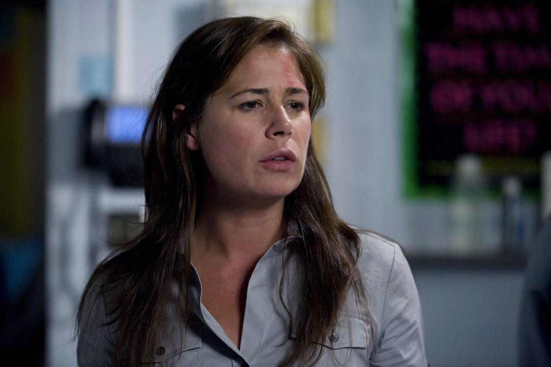Glück im Unglück: Abby (Maura Tierney) wurde durch die Explosion des Krankenwagens nur leicht verletzt ... - Bildquelle: Warner Bros. Television