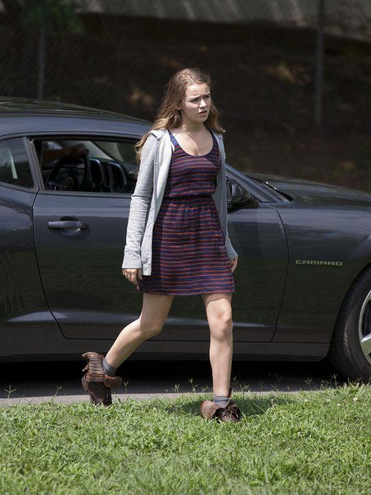 Zum Leidwesen ihres Vaters sucht die verzweifelte Dana (Morgan Saylor) Zuflucht bei Mike Faber ... - Bildquelle: 20th Century Fox International Television
