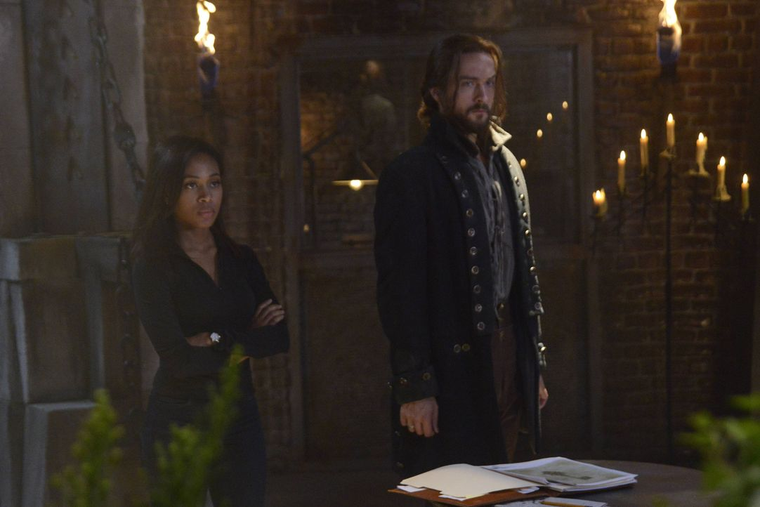 Als Abbie (Nicole Beharie, l.) und Ichabod (Tom Mison, r.) herausfinden, dass Moloch nach dem Schlüssel für das Fegefeuer sucht, wird ihnen klar, da... - Bildquelle: 2014 Fox and its related entities. All rights reserved.