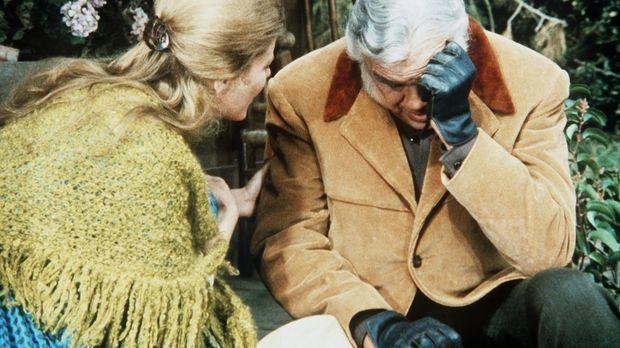 Zeena (Pamela Payton-Wright, l.) behauptet, dass Ben (Lorne Greene, r.), der...