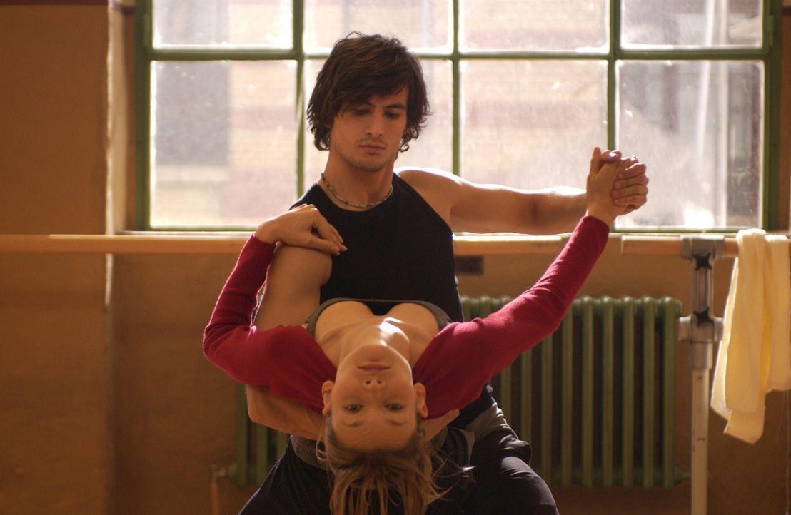 Auf dem einsamen und mühevollen Weg zu einem Musicalstar: Chris (Alexandra Finder, l.) und Tim (Tom Beck, r.) ... - Bildquelle: Rainer Bajo ProSieben