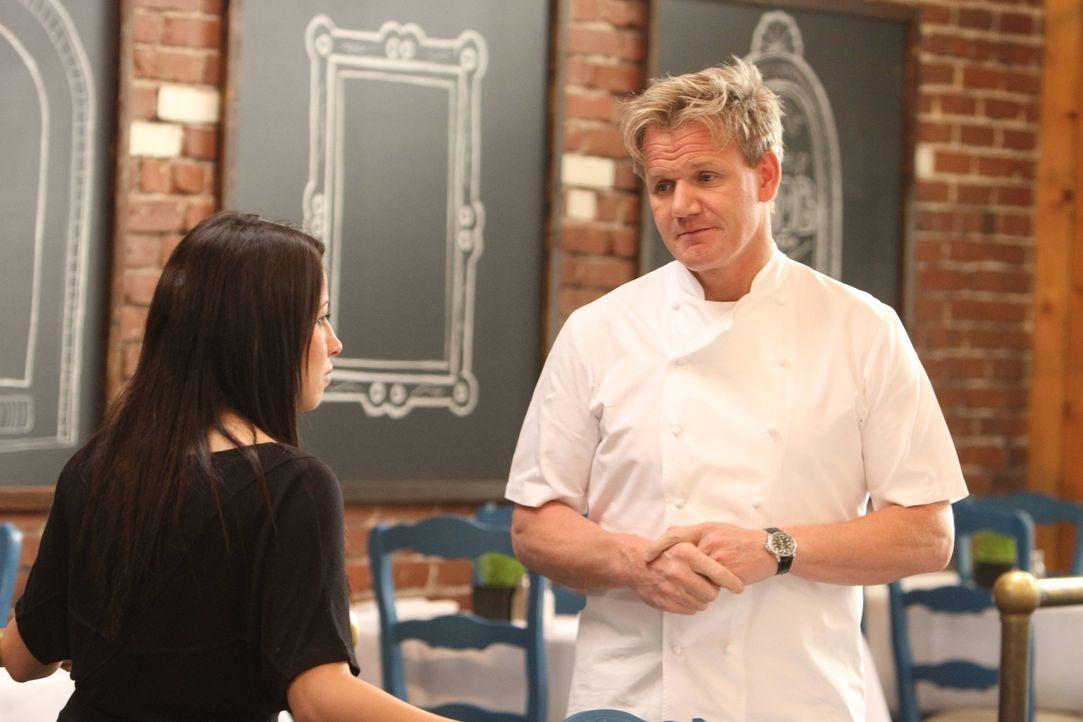 """Heute ist Gordon Ramsay (r.)im mediterranen Restaurant """"Sam's Kabob Room"""" in Monrovia, California, im Einsatz. Die ehemalige Hilfskraft Sam Najarr k... - Bildquelle: Jeff Neira FOX"""
