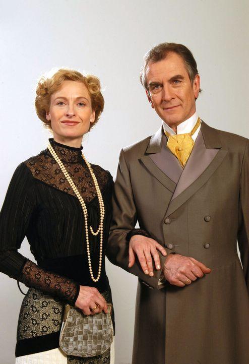 Das Ehepaar Gravenhorst (Mignon Remé, Peter Prager) - Bildquelle: Aki Pfeiffer Sat.1
