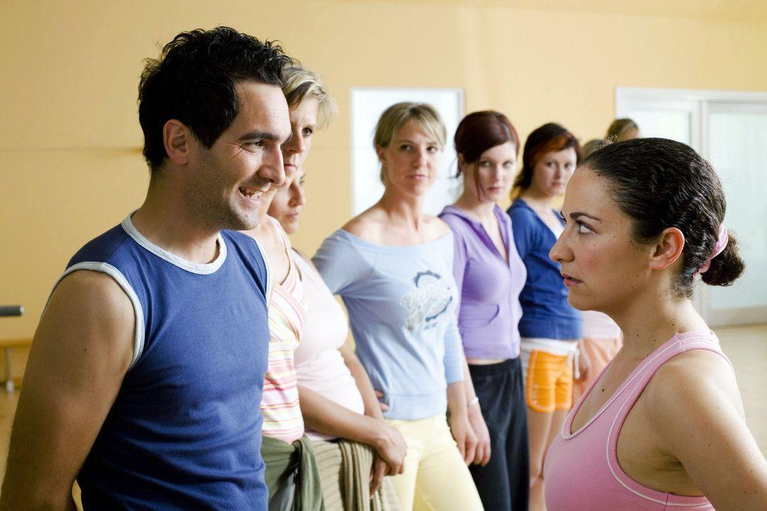 Frauenkurse! Schon mal gehört? Gibt´s immer häufiger! Weil Frauen halt gerne mit Frauen trainieren. Hört sich doch logisch an! Aber ist das nicht Mä... - Bildquelle: Guido Engels Sat.1