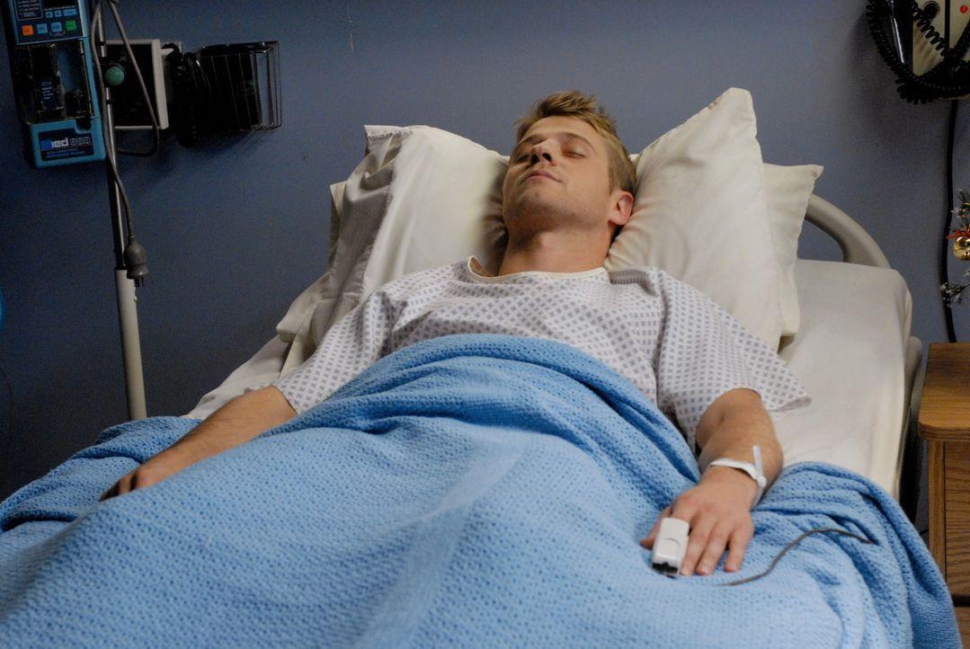 Ryan (Benjamin McKenzie) und Taylor fallen beim Streiten von einer Leiter und landen im Krankenhaus, beide im Koma ... - Bildquelle: Warner Bros. Television