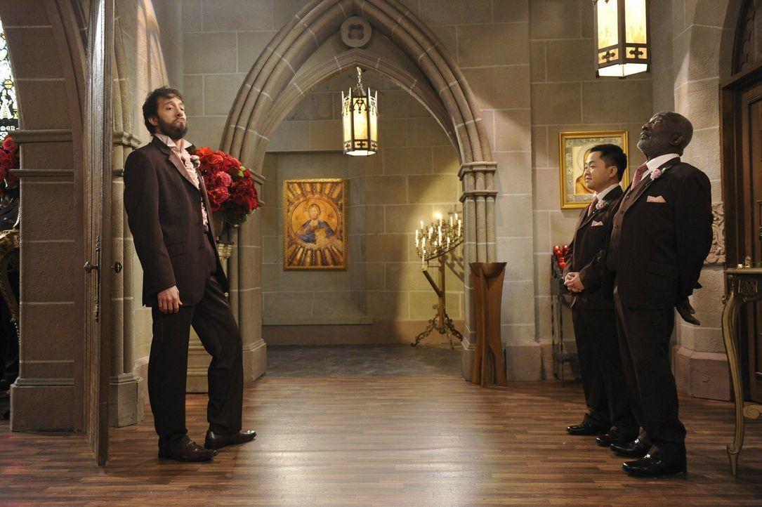 Warten gespannt auf die Braut: Oleg (Jonathan Kite, l.), Han (Matthew Moy, M.) und Earl (Garrett Morris, r.) ... - Bildquelle: Warner Bros. Television