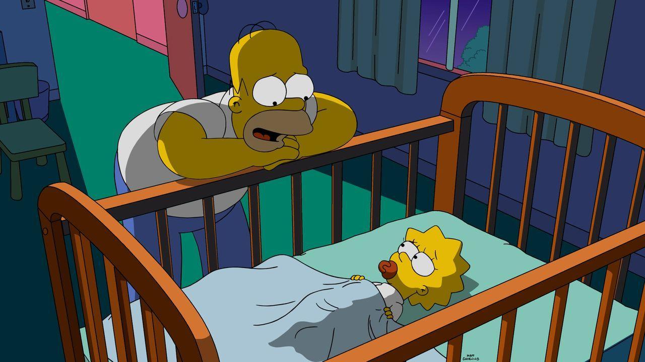 Als Maggie (r.) eines Abends mal wieder nicht schlafen will, erzählt Homer (l.) ihr eine ganz besondere Gute-Nacht-Geschichte ... - Bildquelle: 2015 Fox and its related entities.  All rights reserved.