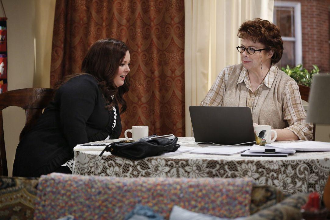 Wird das gemeinsame Schreiben ihre Beziehung zerstören? Molly (Melissa McCarthy, l.) und Peggy (Rondi Reed, r.) ... - Bildquelle: Warner Brothers