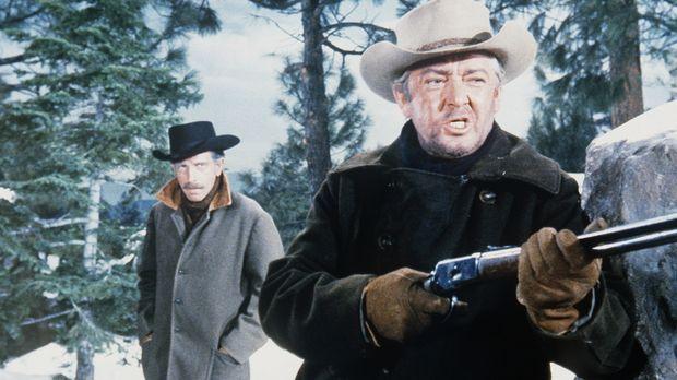 Colonel Hudson (J.D. Cannon, l.) und Sergeant Bower (Garry Walberg, r.) wolle...