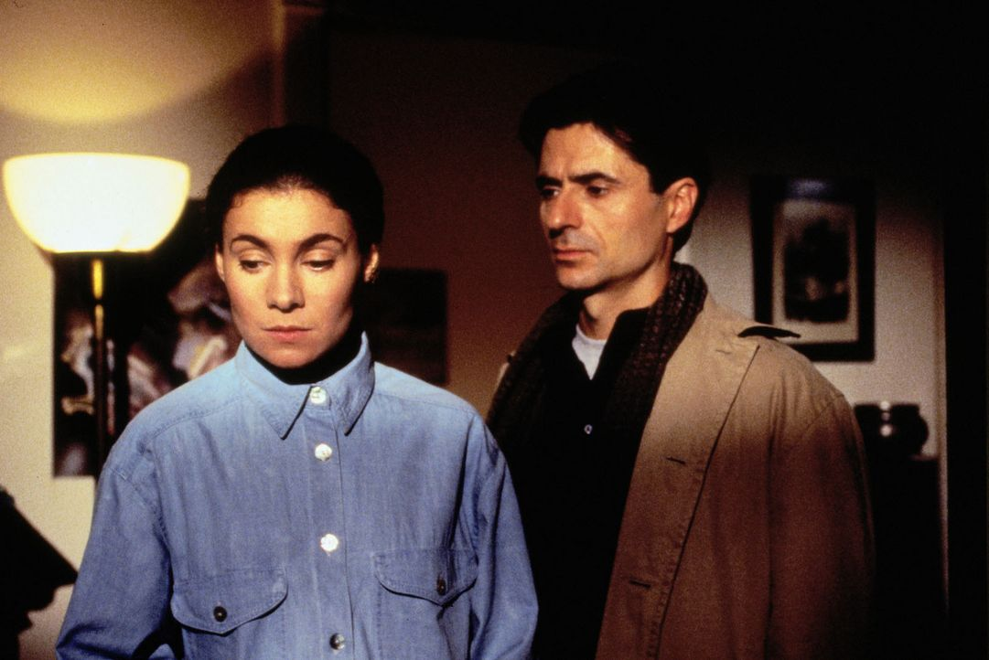 (Foto: SAT.1/Flynn) - Peter (Martin Umbach) versucht eindringlich, seiner Ehefrau Stefanie (Kathrin Waligura, l.) die Situation zwischen ihm und sei... - Bildquelle: Noreen Flynn Sat.1