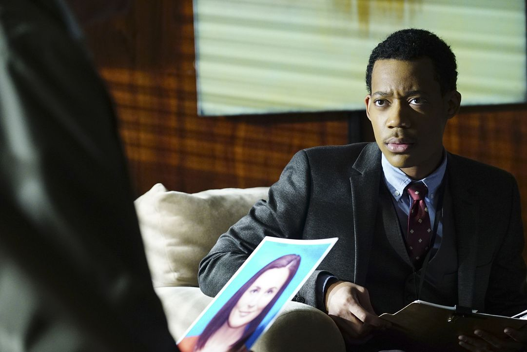 In Johannesburg wurde ein amerikanischer Student ermordet und dessen Bruder entführt. Monty (Tyler James Williams) soll für sein Team eine Verbindun... - Bildquelle: Richard Cartwright 2015 American Broadcasting Companies, Inc. All rights reserved.