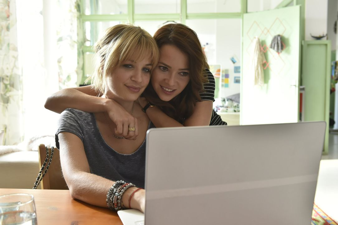 Wie wird ihre neue Dating-Methode funktionieren? Mila (Susan Sideropoulos, l.) und Sally (Laura Osswald, r.) sind gespannt ... - Bildquelle: Claudius Pflug SAT.1