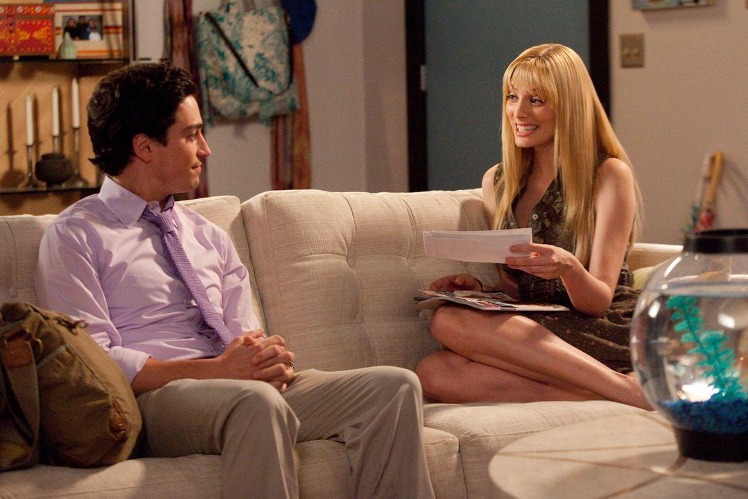 Fred (Ben Feldman, l.) und Stacy (April Bowlby, r.) stehen vor einer ziemlich schweren Aufgabe. Sie sollen einer glücklich verheirateten Frau die S... - Bildquelle: 2009 Sony Pictures Television Inc. All Rights Reserved.