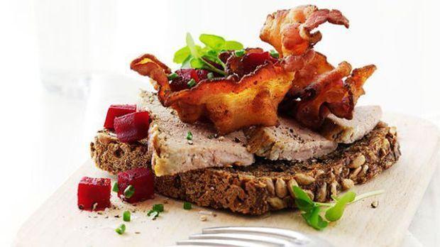 Ob als Vorspeise oder Snack: In Dänemark kommt man nicht um Smørrebrøds herum.
