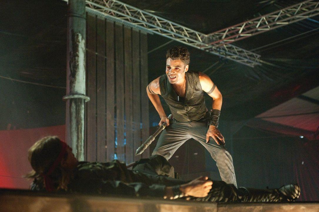 Der Obervampir DJ X (Seb Castang) plant, die gesamte Menschheit in Untote zu verwandeln ... - Bildquelle: 2010 Warner Bros.