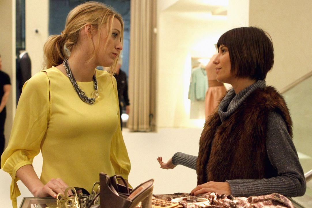Jennys sechzehnter Geburtstag steht an und Serena (Blake Lively, l.) plant für sie eine kleine Party, doch Poppy Lifton (Tamara Feldman, r.) macht d... - Bildquelle: Warner Brothers