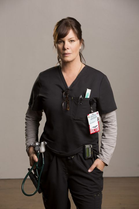 """(1. Staffel) - Dr. Leanne """"Daddy"""" Rorish (Marcia Gay Harden) ist die Direktorin der Notaufnahme und kann manchmal etwas schroff wirken ... - Bildquelle: Monty Brinton 2015 ABC Studios"""
