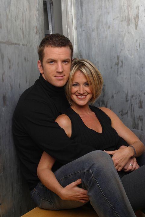 (4. Staffel) - Eds bester Freund Dr. Mike Burton (Josh Randall, l.) und seine Frau Nancy (Jana Marie Hupp, r.) ... - Bildquelle: TM &   Paramount