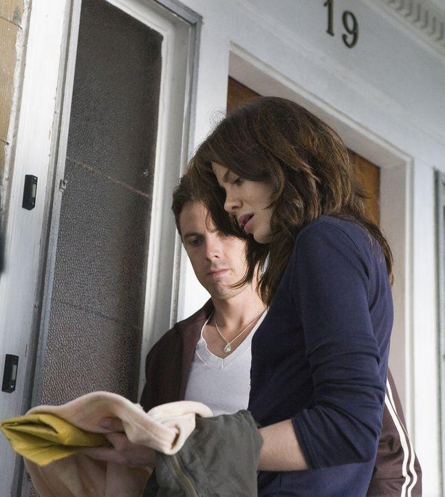 Als ein junges Detektivpärchen (v.l.n.r.: Casey Affleck, Michelle Monaghan) damit beauftragt wird, das mysteriöse Verschwinden eines kleinen Mädc... - Bildquelle: Claire Folger 2006 Miramax Film Corp. All rights reserved