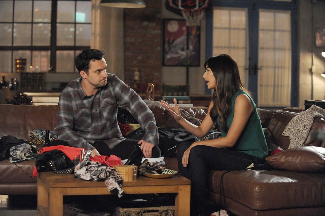 Nick (Jake Johnson, l.) legt sich mit Cece (Hannah Simone, r.) an, nachdem ihm wegen ihrer Unordnung endgültig der Kragen platzt ... - Bildquelle: Ray Mickshaw 2016 Fox and its related entities.  All rights reserved.