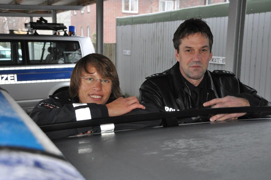 Polizeihauptkommissar Uwe Bahlmann und seine Kollegin Wiebke Köllner vom Revier in Stade gehen jedem Verbrechen mit Feuereifer auf die Spur ... - Bildquelle: kabel eins
