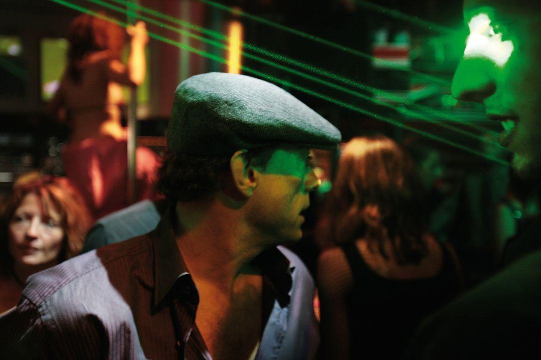 Als der momentan erfolglose und in Geldnöten steckende Actionheld J.C.V.D. (Jean-Claude Van Damme) in einen Banküberfall mit Geiselnahme gerät, vers... - Bildquelle: 2008 Samsa Film & Gaumont. All Rights Reserved.