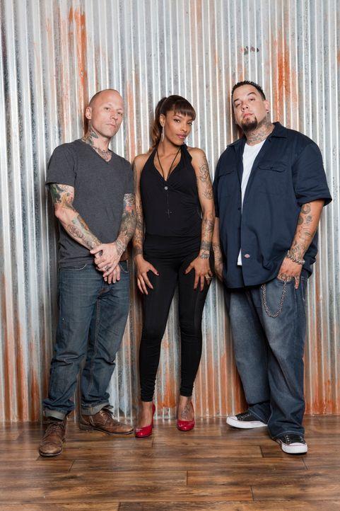 """Befreien in """"Tattoo Nightmares"""" unglückliche Kunden von ihren Tattoo-Sünden: Tommy Helm (l.), Big Gus (r.) und Jasmine Rodriguez (M.) - Bildquelle: 2012 Spike Cable Networks Inc. All Rights Reserved."""