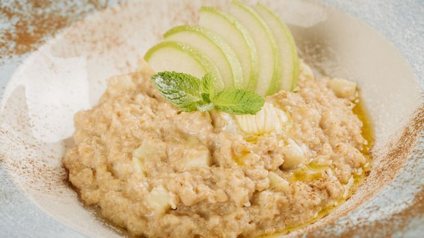 Der Klassiker mit Apfel und Milch: Bircher Müsli. Selber machen können Sie de...