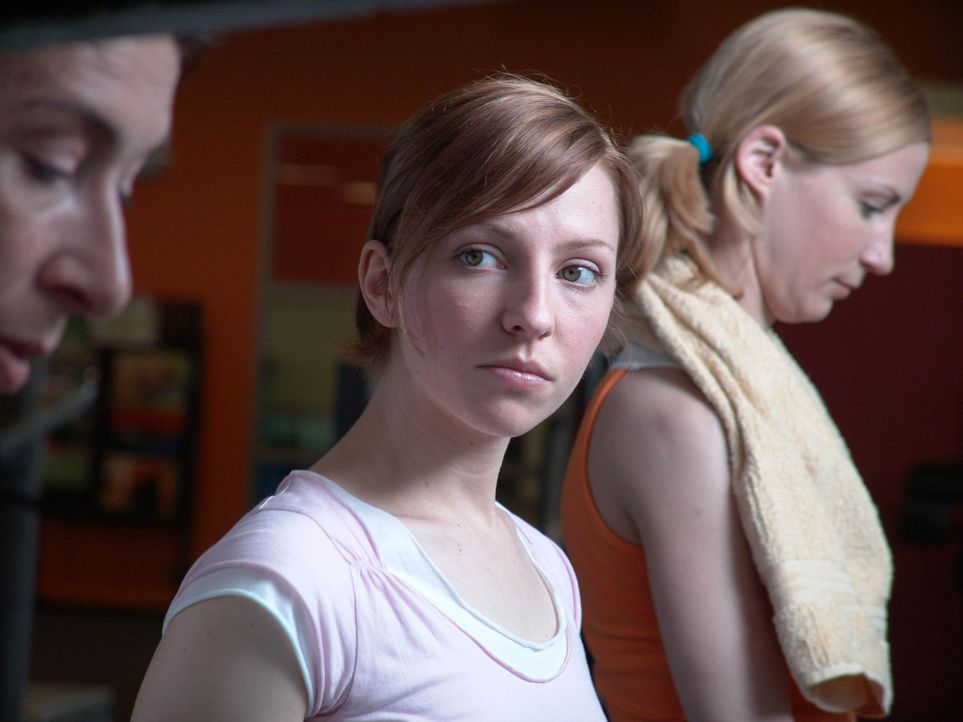 Obwohl sich Rebecca (Katharina Schüttler, M.) große Mühe gibt, ihrer zukünftigen Schwiegermutter Gerlinde (Adele Neuhauser, l.) und der Schwägerin (... - Bildquelle: Volker Roloff ProSieben