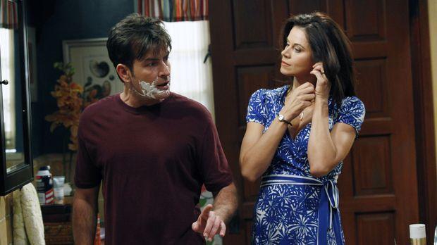 Charlie (Charlie Sheen, l.) leidet darunter, dass Alans Freundin Melissa ohne...