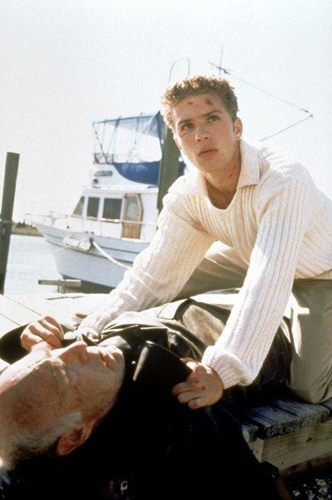 Auf der Suche nach dem mysteriösen Unbekannten gerät Barry Cox (Ryan Phillippe, r.) an einen Fischer ... - Bildquelle: Columbia Pictures