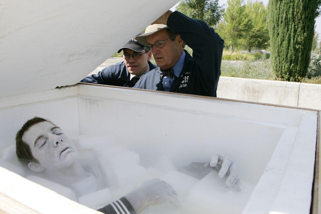 Jimmy Palmer (Brian Dietzen, l.) und Ducky (Daivd McCallum, r.) machen eine nicht wirklich schöne Entdeckung ... - Bildquelle: CBS Television