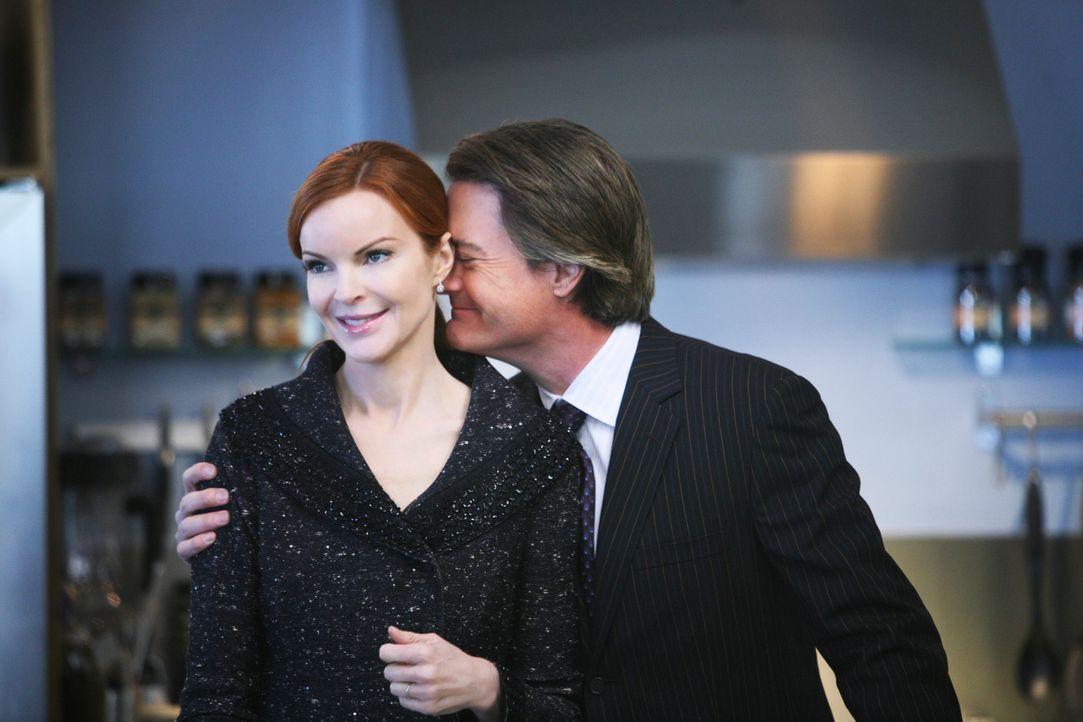 Orson (Kyle MacLachlan, r.) ist glücklich, da Bree (Marcia Cross, l.) ihre Firma verkaufen will. Doch an Ende kommt alles ganz anderes ... - Bildquelle: ABC Studios
