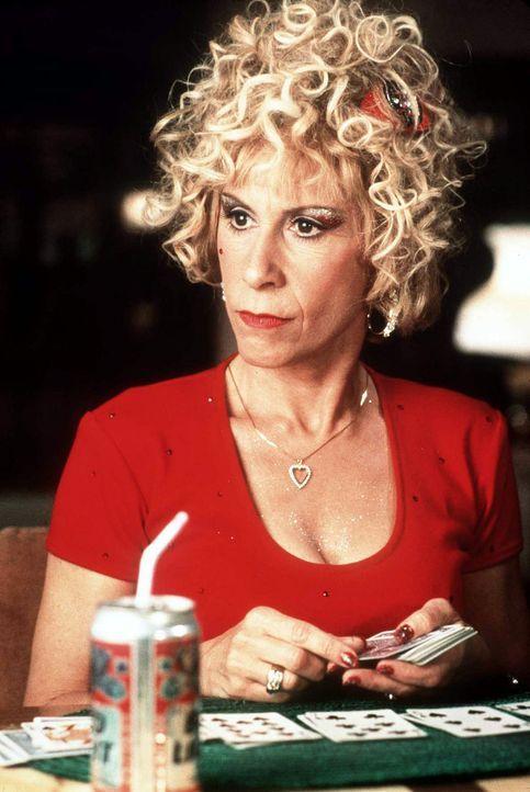Mrs. Wurmwald (Rhea Perlman) interessiert sich für Bingo, Kosmetika und TV-Soaps, aber für eines ganz bestimmt nicht: für ihre Tochter ... - Bildquelle: Columbia TriStar