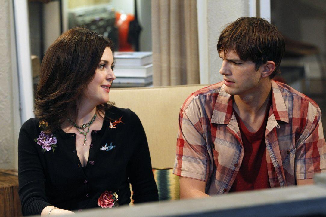 Noch ahnt Walden (Ashton Kutcher, r.) nicht, was mit  Rose (Melanie Lynskey, l.) noch auf ihn zukommen wird ... - Bildquelle: Warner Brothers Entertainment Inc.