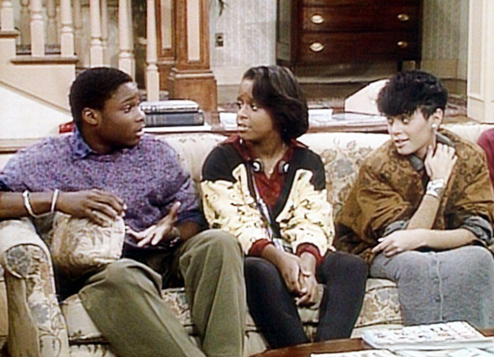 Theo (Malcolm-Jamal Warner, l.), Vanessa (Tempsett Bledsoe, M.) und Denise (Lisa Bonet, r.) sind in eine große Familiendiskussion über Vertrauen u... - Bildquelle: Viacom