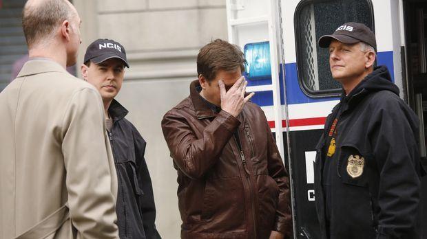 Als Tony (Michael Weatherly, 2.v.r.) sich mit seinem Vater in einem Hotel tre...