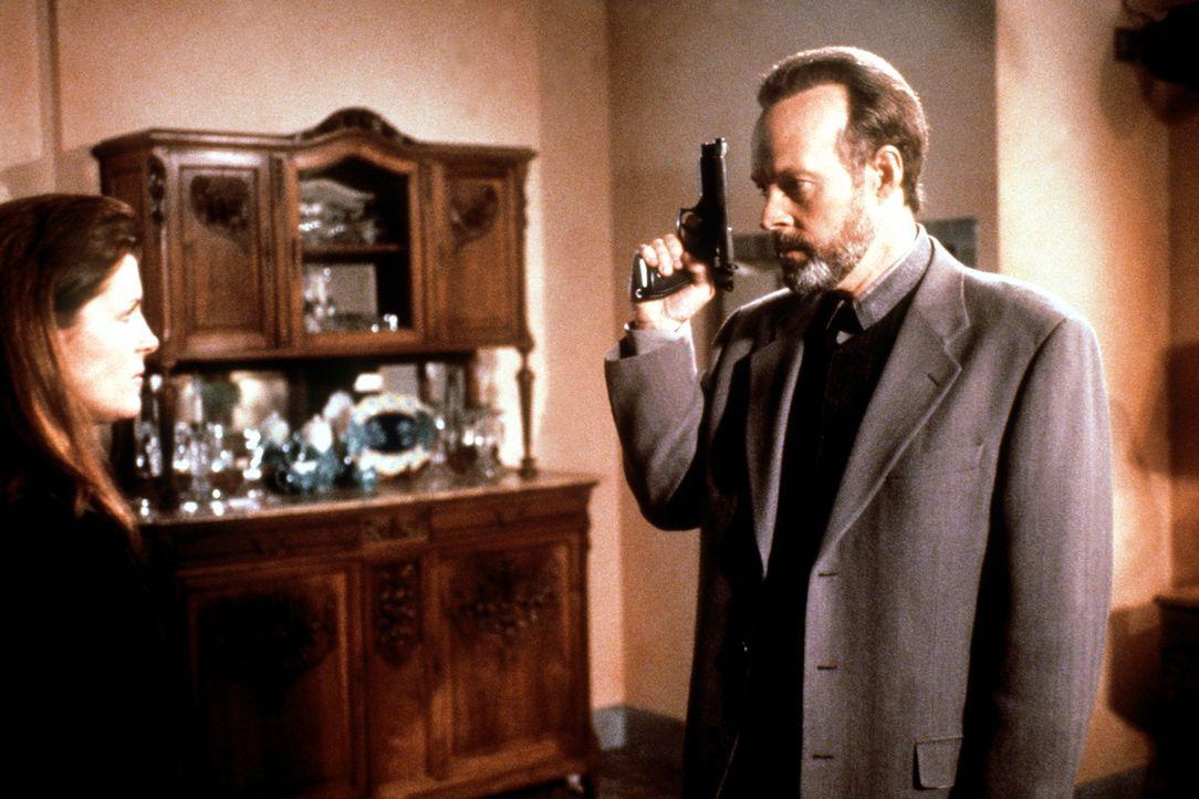 Der Psychiater Dr. Reed (Dwight Schultz, r.) bedroht seine Patientin Barbara (Kimberlin A. Brown, l.), die entdeckt hat, dass er seine Frau umgebrac... - Bildquelle: Viacom