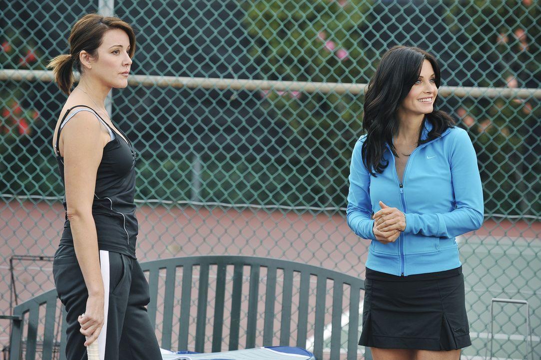 Ellie (Christa Miller, l.) wünscht sich, endlich mal wieder einen Ellie-Tag mit ihrer Freundin Jules zu verbringen, doch statt sich darauf einzulas... - Bildquelle: 2009 ABC INC.