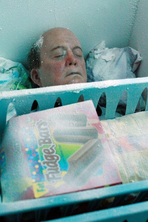 Durch einen Stromausfall taut Mr. McClusky (John Harnagel) langsam auf ... - Bildquelle: 2005 Touchstone Television  All Rights Reserved