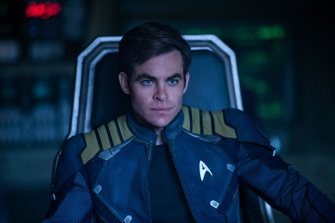 Er ging zur Sternenflotte, um in die Fußstapfen seines Vaters zu treten, doch jetzt muss Captain Kirk (Chris Pine) er selber sein - zum Wohle seiner... - Bildquelle: Kimberley French 2016 Paramount Pictures. STAR TREK and related marks and logos are trademarks of CBS Studios Inc.